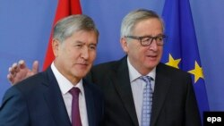 Kyrgyz President Almazbek Atambaev (left) is welcomed by EU Commission President Jean-Claude Juncker prior to a meeting in Brussels on March 27.