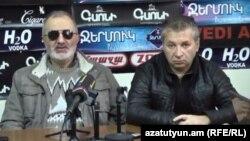 Алек Енигомшян (слева) и Арменак Кюрегян во время пресс-конференции, Ереван, 1 ноября 2016 г.