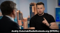 Андрій Білецький (праворуч) у студії Радіо Свобода