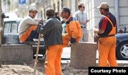 Таджикские трудовые мигранты на стройке в олимпийском Сочи