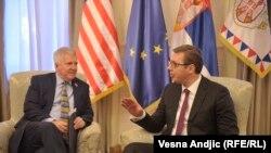 Ambasadori i Shteteve të Bashkuara në Beograd, Kyle Scott, dhe presidenti i Serbisë, Aleksandar Vuçiq - foto arkivi