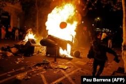 Protesti u četvrtak su počeli mirno, no raspoloženje se promijenilo kasnije u toku noći (Barcelona, 17. oktobra 2019.)