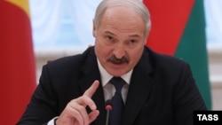 18-сантиметрова ароматична свічка зліплена з президента Білорусі Олександра Лукашенка