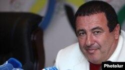 Armenia - Prosperous Armenia Party leader Gagik Tsarukian at a news conference in Yerevan, 9Oct2014.