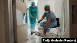Stafi mjekësor në një spital të Serbisë.
