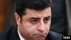 Селахаттин Демирташ, Түркиядағы күрдтердің Халықтық демократиялық партиясы төрағаларының бірі.