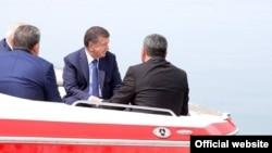 Ачилбай Раматов и Абдугани Сангинов участвовали в презентации Сардобинского водохранилища президенту Шавкату Мирзияеву в мае 2017 года.