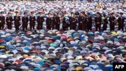 Мусульмане празднуют окончание поста