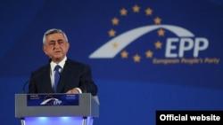 Президент Армении Серж Саргсян выступает на съезде ЕНП, 17 октября 2012 г.