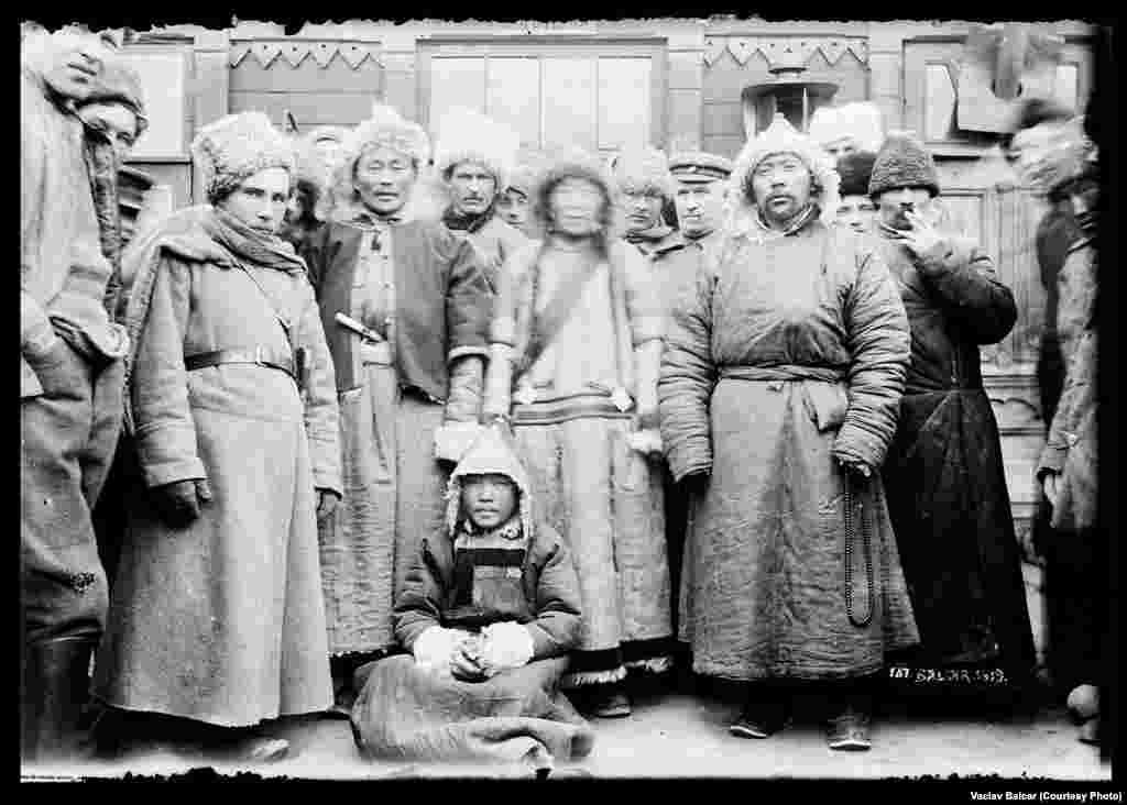 Буряты и монголы на станции Борзя - ныне Забайкальский край России