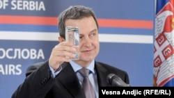 S obzirom na odnose koje premijer Srbije gradi sa Nemačkom, retorika Ivice Dačića je prilično odstupanje od toga.