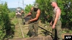 По словам премьер-министра, работы по расчистке железнодорожного полотна должны быть закончены 25 декабря