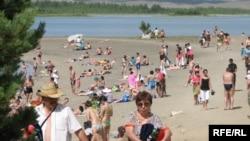 На одном из казахстанских пляжей. Иллюстративное фото.