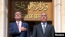 Министр обороны США Эштон Картер и министр обороны Ирака Халид аль-Обейди. Багдад, 18 апреля 2016 года.
