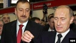 Владимир Путин (справа) и Ильхам Алиев, Баку, 21 февраля 2006