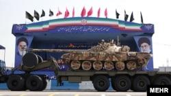 تانک های نیروی زمینی ارتش در جریان رژه نیروهای مسلح - فروردین ۱۳۹۱-تهران