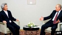 Премьеры Коидзуми и Путин на переговорах в Токио