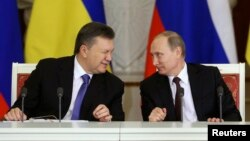 Ռուսաստանի և Ուկրաինայի նախագահներ Վլադիմիր Պուտինը և Վիկտոր Յանուկովիչը Կրեմլում մի շարք փաստաթղթերի ստորագրման արարողությունից հետո, 17-ը դեկտեմբերի, 2014թ․