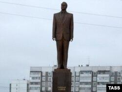 Ulyanovskda Heydər Əliyevin abidəsi