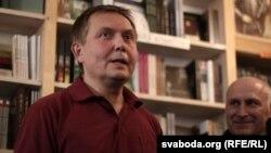 Аляксандар Лукашук у кнігарні Логвінава