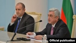 Armenia - President Serzh Sarkisian (R) speaks at a joint news conference with his Bulgarian counterpart Rumen Radev in Yerevan, 12 February 2018.