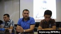 Edem Semedlâyev (merkezde) «Qırım birdemligi»niñ körüşüvinde, 2018 senesi iyün 30 künü