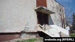 Станіцы Луганскай сьляды вайны ці не на кожным будынку (фота Сяргея Целіжэнкі)