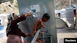 Zbog napada pobeglo oko 150 stanovnika kampa, uglavnom porodice: Izbeglice na Hiosu