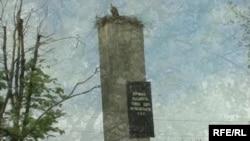 Недавня стела на Луцькому перехресті під Дубно