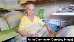 92-летняя Мария Николаевна Носенко не может выйти на улицу полтора года