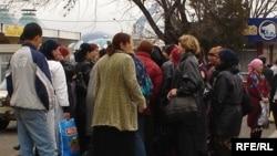Женщины на мардикор-базаре в Ташкенте.
