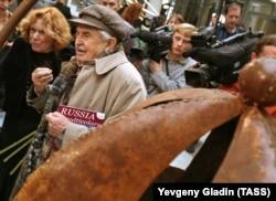 Кинодраматург и художник Тонино Гуэрра с супругой Лорой
