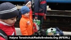 2014 елның апрелендә Львов тимер юл вокзалында Кырым качаклары