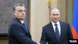 Віктор Орбан (л) і Володимир Путін (п) під час зустрічі в резиденції Ново-Огарьово під Москвою, 14 лютого 2016 року