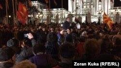 Protestçiler Makedoniýanyň adyny üýtgetmek boýunça gelen ylalaşyga garşy protest geçirýärler. 28-nji noýabr, 2018 ý.