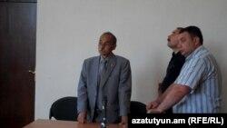 Կենտրոնում՝ Ժորա Աթոյանը դատական նիստի ժամանակ, արխիվ