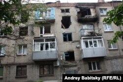 Дом в Славянске, пострадавший от артобстрела. 25 июня