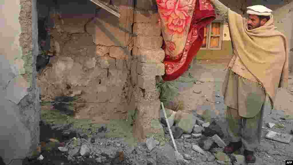 ПАКИСТАН - Пакистанските власти велат дека во наводен напад со дрон на САД врз куќа во близина на авганистанската граница се убиени двајца милитанти од екстремистичката мрежа Хакани. Пакистанската канцеларија за надворешни работи го осуди нападот во нивната територија, наведувајќи дека целта била авганистански бегалец во Курам.