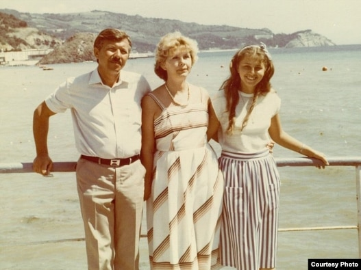 Natalia Churikova (right) with her stepfather Oleksandr Pavlenko and mother Valentyna Pavlenko on holiday in Crimea in 1987.