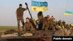 Українські військовослужбовці у зоні бойових дій на Донбасі. Вересень 2014 року