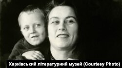 Мовознавець Марія Пилинська та її син Олександр Бугаєвський (фото: Харківський літературний музей)