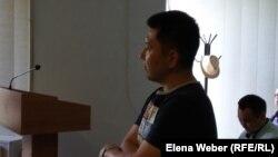 Учитель физики Юрий Пак, обвиняемый в «лжетерроризме», в суде первой инстанции. Караганда, 16 июня 2016 года. Архивное фото.