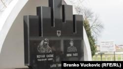 U centru Velikog Trnovca gde je sahranjen, Ritvanu Ćazimiju podignut je spomenik, a na mestu na kome je poginuo postavljena je spomen-ploča