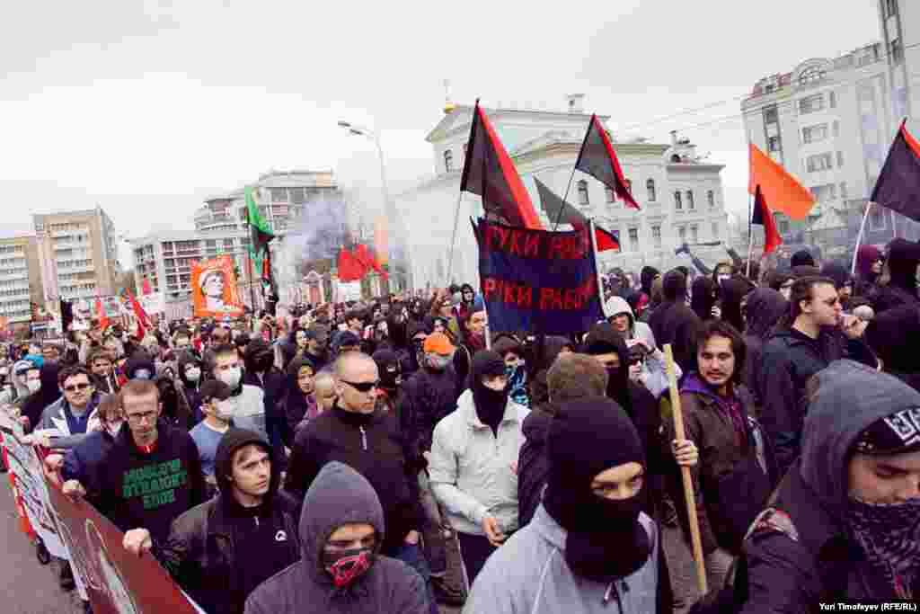 Колонна антифашистов