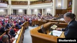 Ілюстраційне фото. Президент України Петро Порошенко під час засідання Верховної Ради України, 2 червня 2016 року