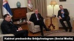 Praćenje prijenosa izricanja presude Međunarodnog suda pravde povodom tužbi Srbije i Hrvatske za genocid.