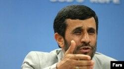 احمدی نژاد:«دشمنان خارجی و متحدان داخلی آنها را مسئول گرانی مسکن در ایران دانست.»