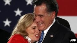 Кандидат в президенты США от Республиканской партии Митт Ромни с женой. 3 января 2012 года.