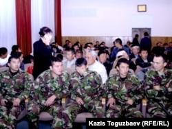 В зале суда, где слушается «Шаныракское дело». Алматы, 10 сентября 2007 года.