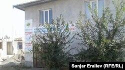 Частный дом, где открыт избирательный участок.